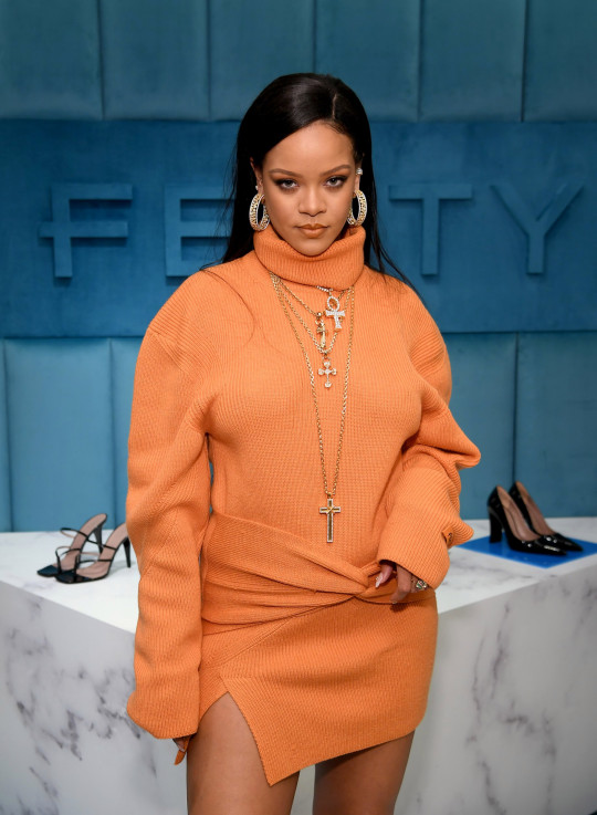 La cantante Rihanna celebra el lanzamiento de FENTY en Bergdorf Goodman en Bergdorf Goodman el 07 de febrero de 2020 en la ciudad de Nueva York