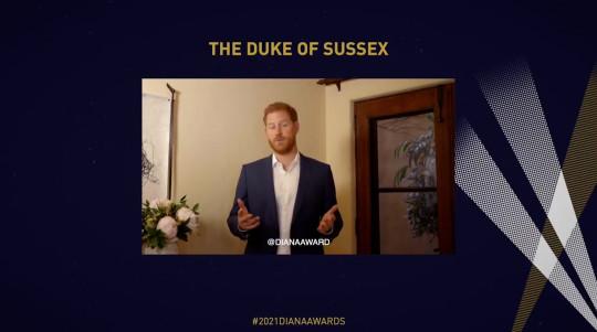 Príncipe Harry hablando en los Premios Diana