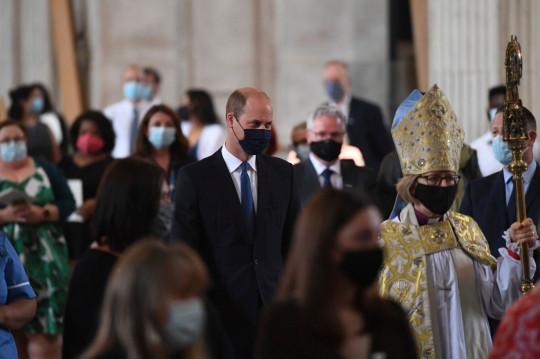El príncipe Guillermo de Gran Bretaña llega a la Catedral de San Pablo, Londres. Lunes 5 de julio de 2021, antes del servicio de conmemoración y acción de gracias del NHS para marcar el 73 cumpleaños del NHS. (Stefan Rousseau / Pool vía AP)