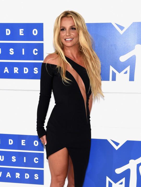 NEW YORK, NY - 28 de agosto: Britney Spears asiste a los MTV Video Music Awards 2016 en el Madison Square Garden el 28 de agosto de 2016 en la Ciudad de Nueva York. (Foto de Jamie McCarthy / Getty Images)