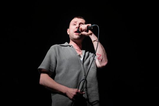 Gorillaz MANCHESTER, INGLATERRA - 16 DE ABRIL: Damon Albarn de The Good The Bad And The Queen actúa en el escenario del Albert Hall el 16 de abril de 2019 en Manchester, Inglaterra. (Foto de Andrew Benge / Redferns)
